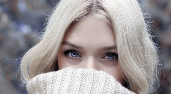 L'un des possibles effets secondaires de la sinusite sur les yeux est la formation d'œdèmes périorbitaires